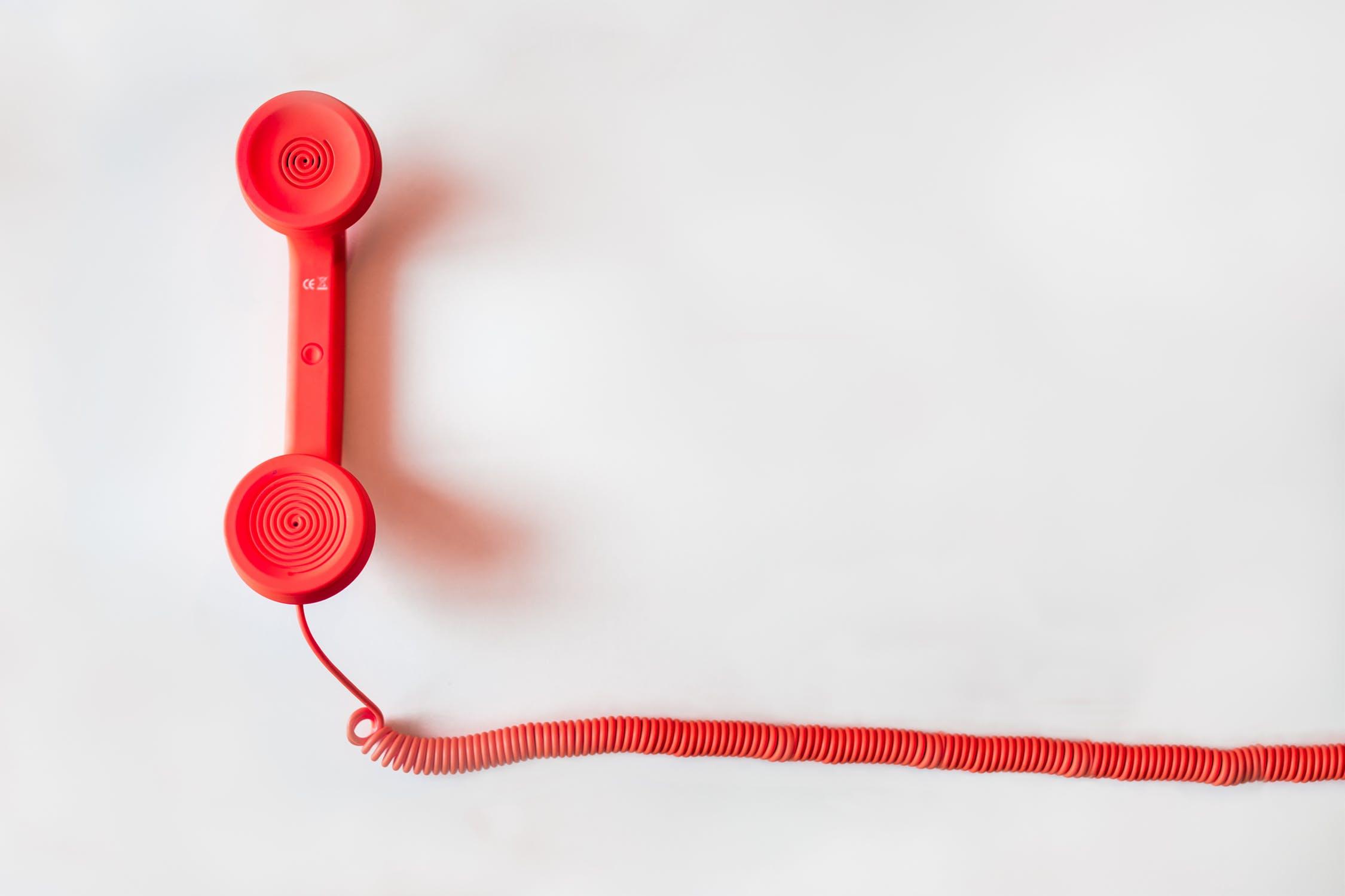 ¿Cambiar de operador móvil o negociar con el actual?